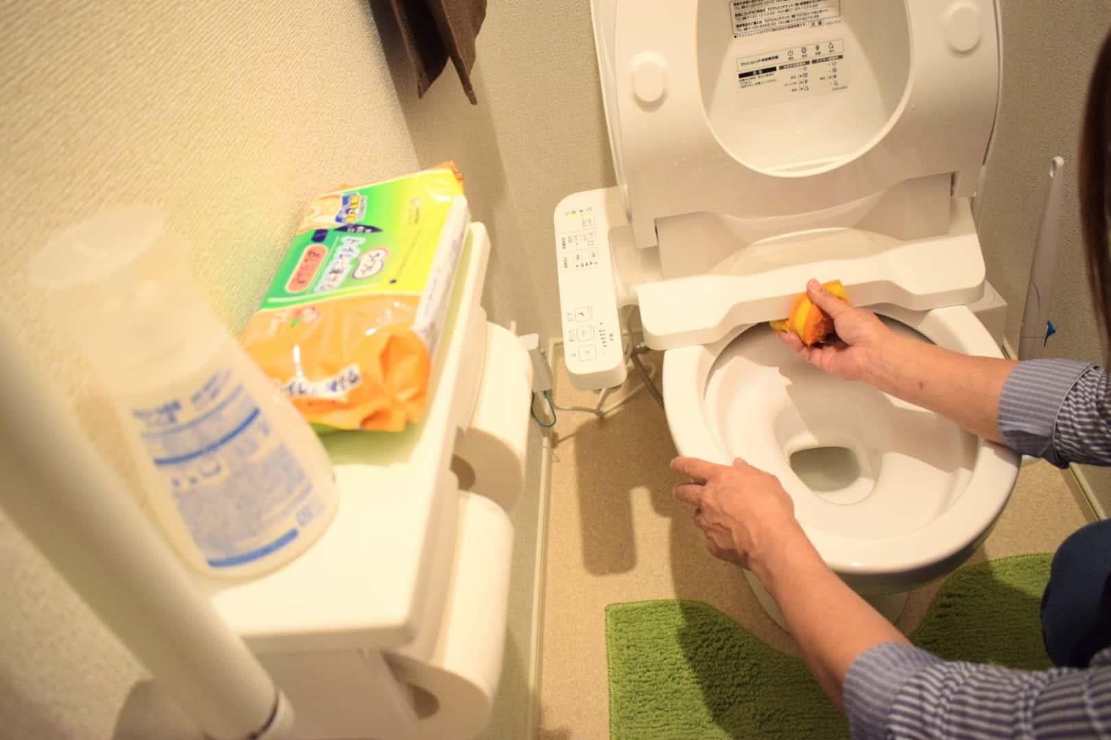 トイレ掃除風景